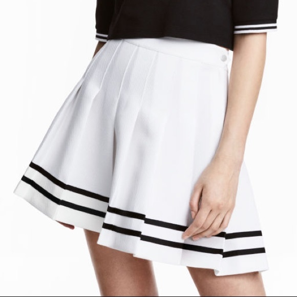 New H&M Women's Pleated Skirt - White and Black